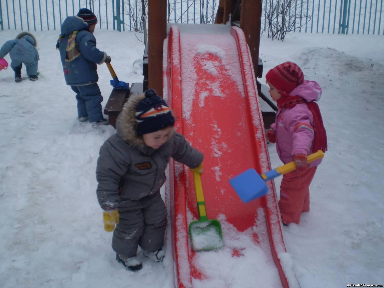 Прогулка с детьми зимой фото